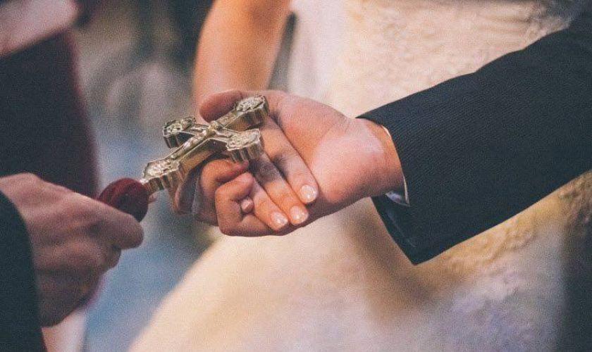 Ամուսինը գնում է քահանայի մոտ ու խնդրում, որ բաժանի իրեն և կնոջը. Քահանա մի պայման է դնում…